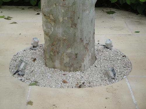 Dallage en pierre reconstituée, concassé calcaire, éclairage