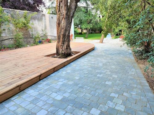 Pavés béton et terrasse bois