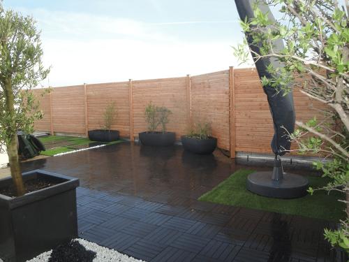 Palissade bois sur un toit terrasse