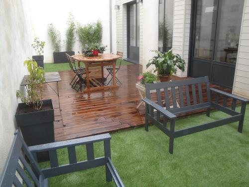 Terrasse en pin classe 4 et gazon synthétique